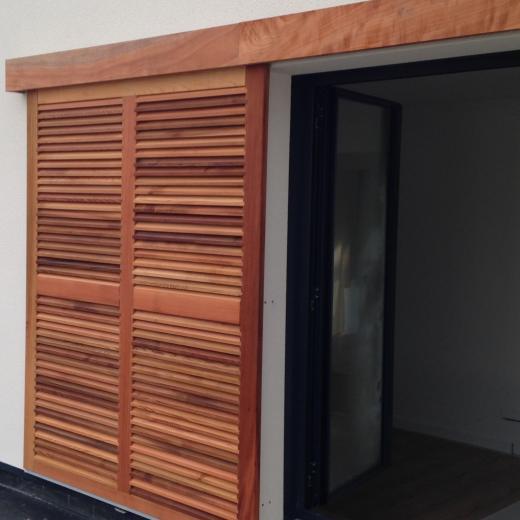 Découvre une large gamme de volets coulissants en bois chez votre distributeur de menuiserie Hauteur Largeur situé aux portes de Nantes (44) Loire Atlantique