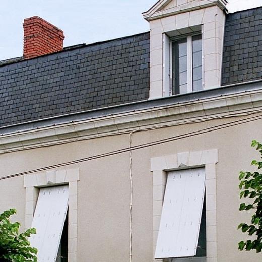Les persiennes repliables sont disponibles chez Hauteur Largeur situés aux portes de Nantes (44) Loire Atlantique