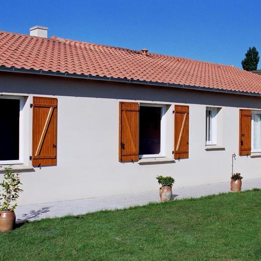 Découvrez notre sélection de volets battants en bois chez Hauteur Largeur situé aux portes de Nantes (44) Loire Atlantique