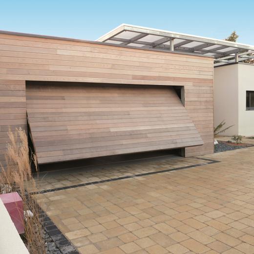 Porte de garage basculantes adaptable à votre maison, disponible chez Hauteur Largeur aux portes de Nantes (44) Loire Atlantique