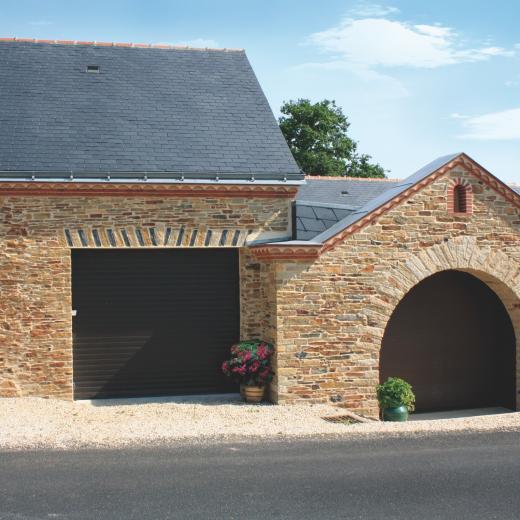 Les portes de garage enroulables à découvrir chez Hauteur Largeur aux portes de Nantes (44) Loire Atlantique