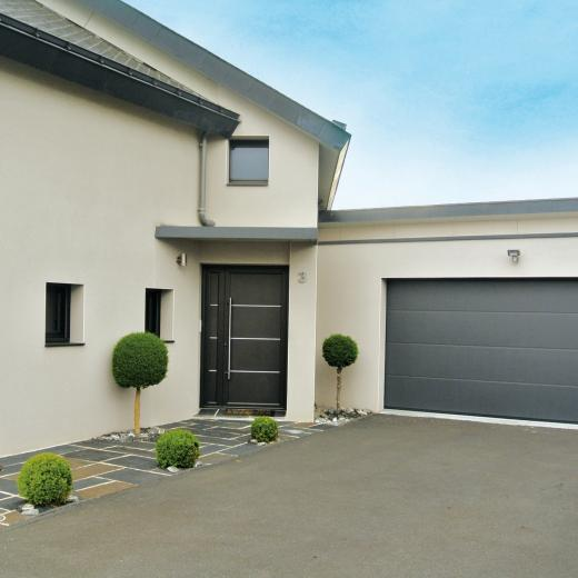 Vaste choix de portes de garage sectionnelles à commander au sein de notre showroom aux portes de Nantes (44) Loire Atlantique
