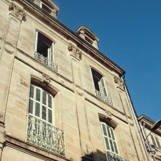 Les persiennes tourangelles disponibles chez votre distributeur Hauteur Largeur situé aux portes de Nantes (44) Loire Atlantique